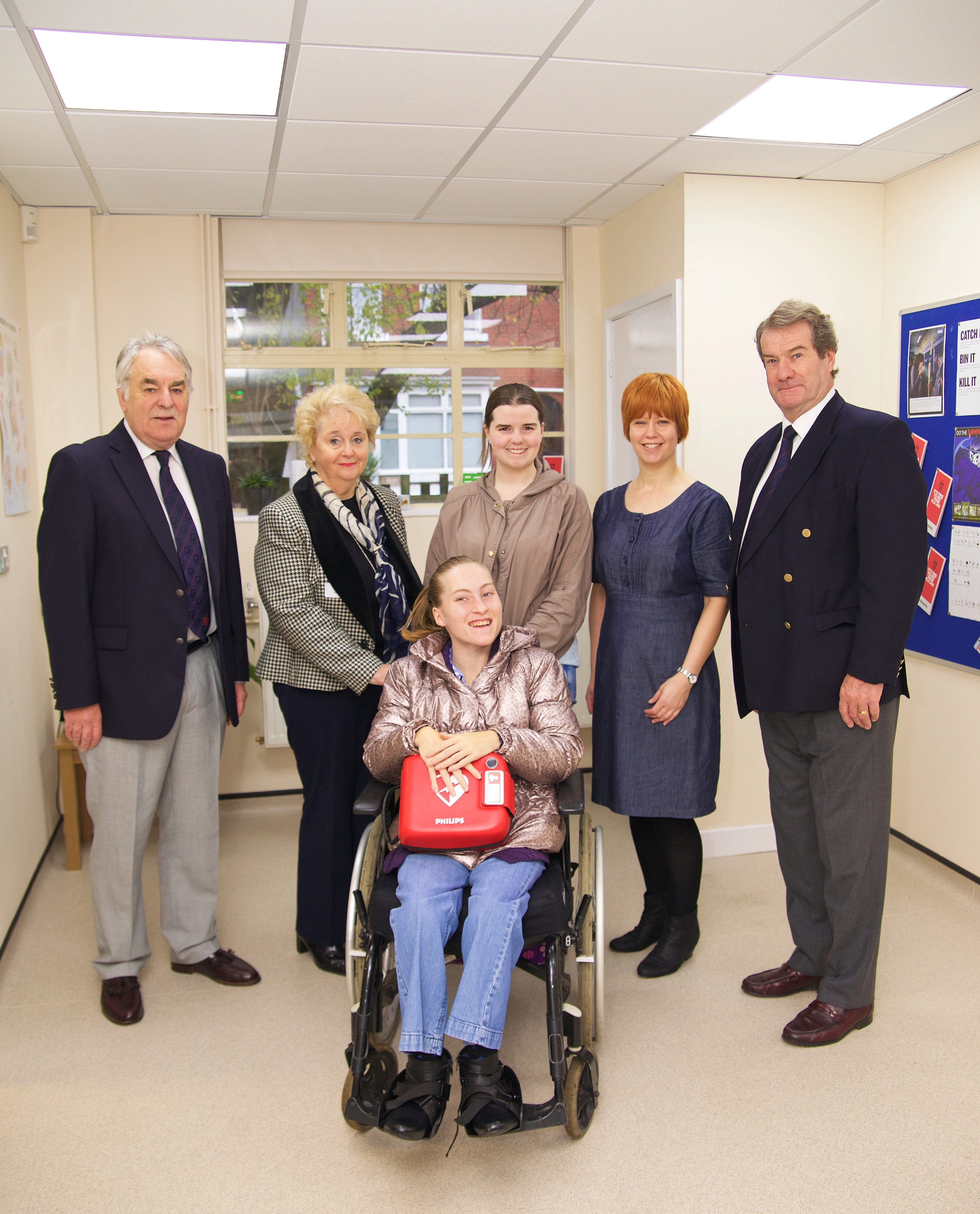 HOEA donates defibrillator to staff and students at QAC
